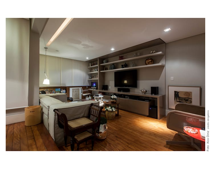 Apartamento na Barra: Salas de estar  por Spinola+Carvalho Arquitetura