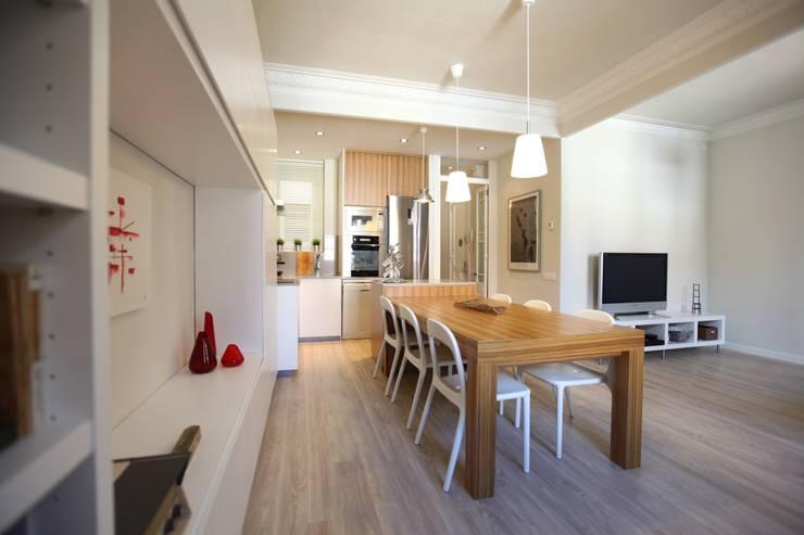 Salón Comedor Cocina. : Salones de estilo  de GPA Gestión de Proyectos Arquitectónicos  ]gpa[®