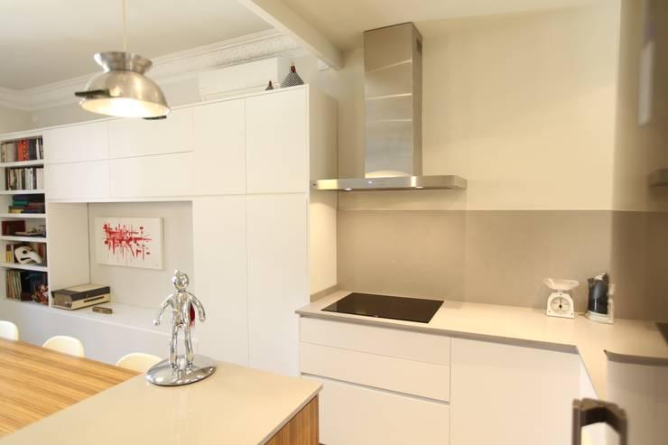 Cocina integrada: Cocinas de estilo  de GPA Gestión de Proyectos Arquitectónicos  ]gpa[®