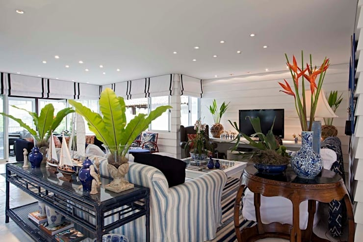 tropical Living room by homify