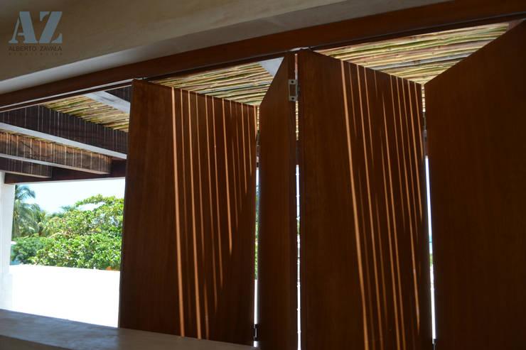 Ventanas de estilo  por Alberto Zavala Arquitectos