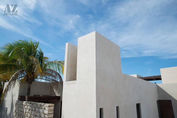 CASA MANGULICA: Casas de estilo  por Alberto Zavala Arquitectos