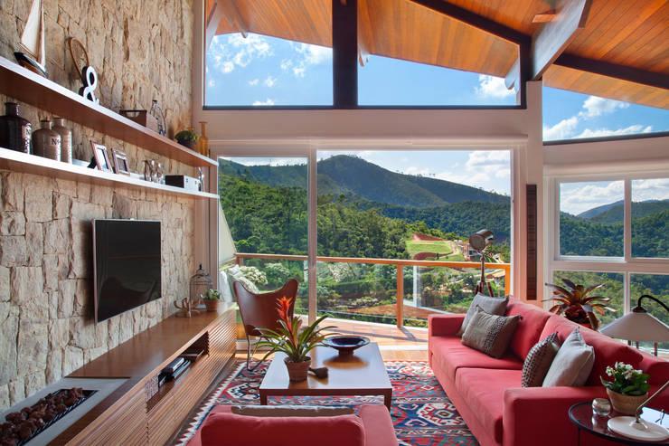 Living room by sadala gomide arquitetura