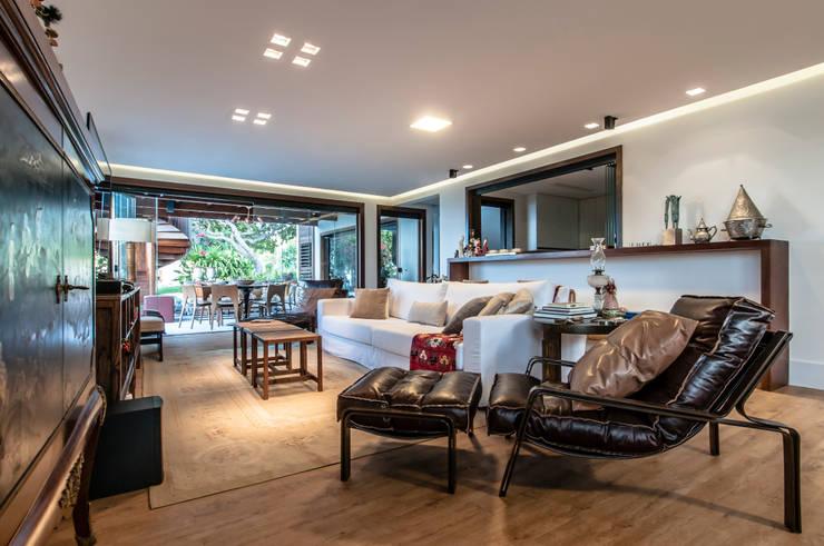 ห้องนั่งเล่น by Renato Teles Arquitetura