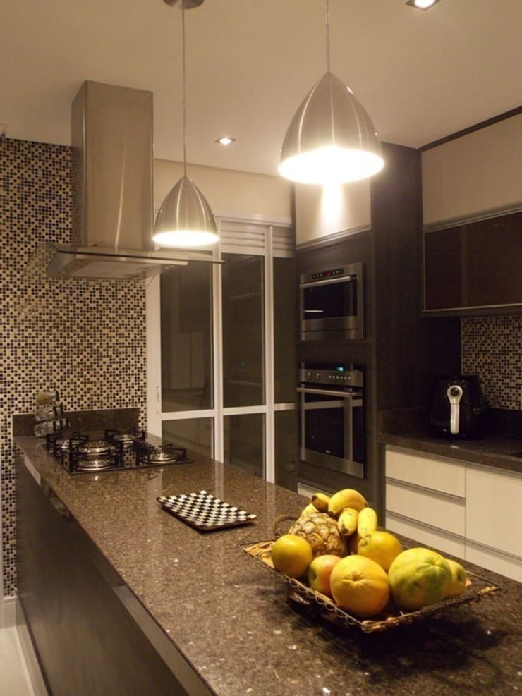 Cozinha na sala: Cozinhas modernas por Lúcia Vale Interiores