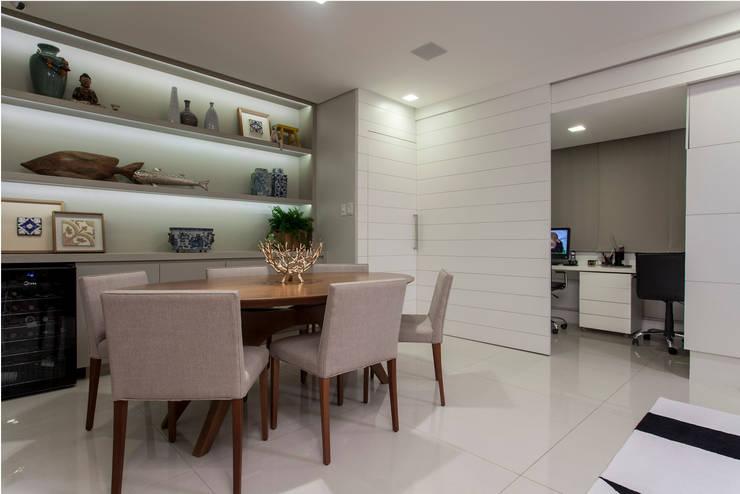 Apartamento Rio Vermelho: Salas de jantar modernas por Spinola+Carvalho Arquitetura