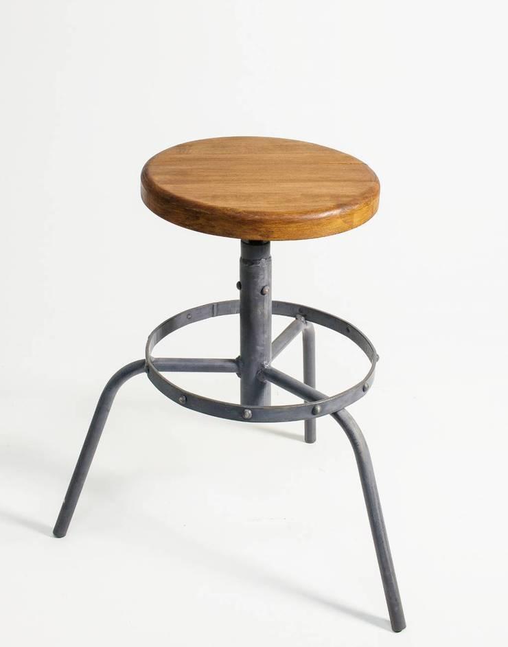 """Hokery industrialne """"RING"""": styl , w kategorii Salon zaprojektowany przez NordLoft - Industrial Design"""