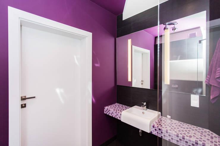 Apartament Dwupoziomowy: styl , w kategorii Łazienka zaprojektowany przez Tarna Design Studio