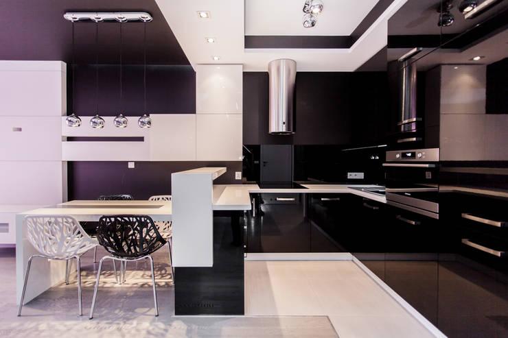 Apartament Dwupoziomowy: styl , w kategorii Kuchnia zaprojektowany przez Tarna Design Studio,Nowoczesny