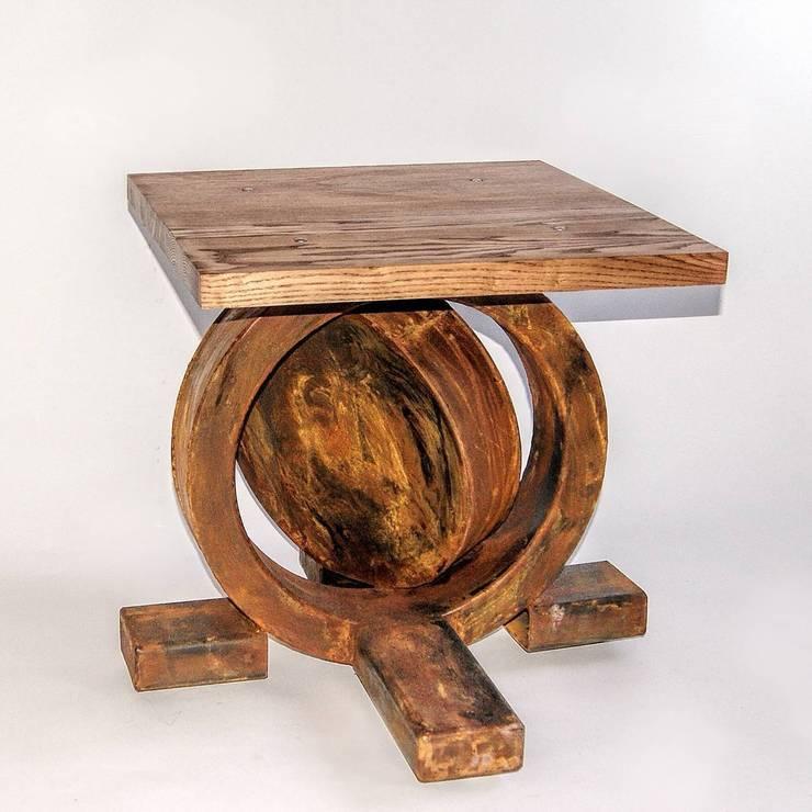 """Stolik kawowy z postarzanej stali i jesionu """"ANCHOR"""": styl , w kategorii Salon zaprojektowany przez NordLoft - Industrial Design"""