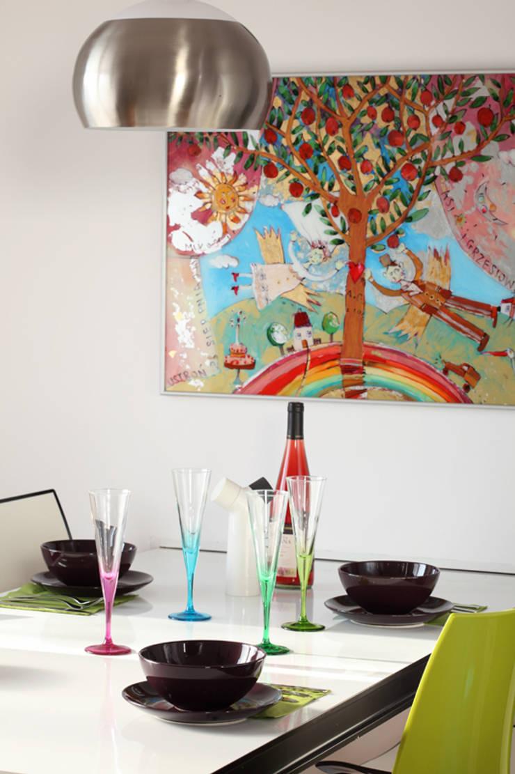 Mansarda: styl , w kategorii Jadalnia zaprojektowany przez Tarna Design Studio