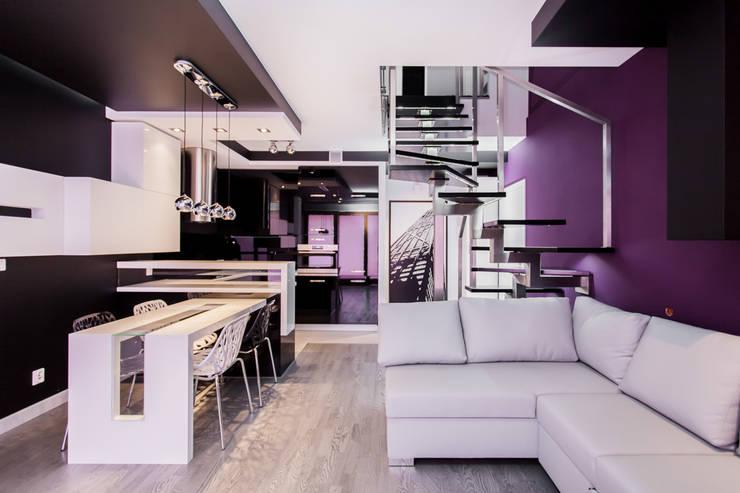 Apartament Dwupoziomowy: styl , w kategorii Salon zaprojektowany przez Tarna Design Studio,Nowoczesny