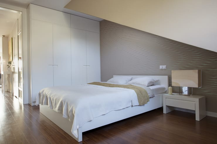 Mansarda: styl , w kategorii Sypialnia zaprojektowany przez Tarna Design Studio