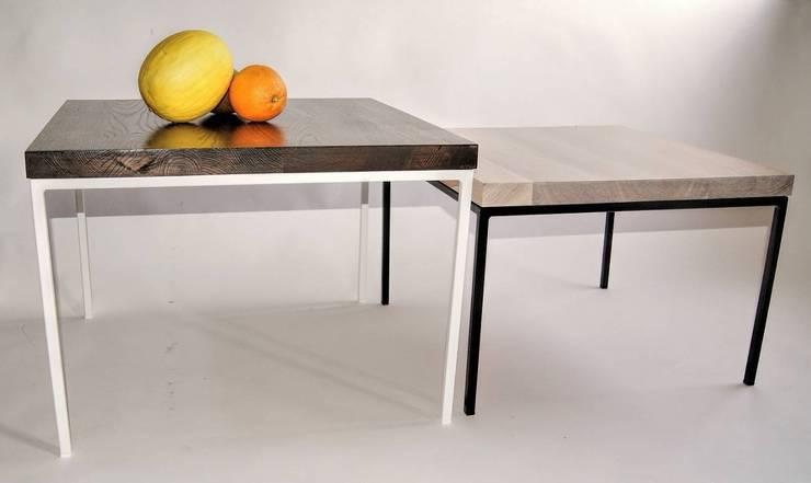 """Stoliki modernistyczne ze stali i dębu – zestaw """"GAMBIT"""": styl , w kategorii Salon zaprojektowany przez NordLoft - Industrial Design"""