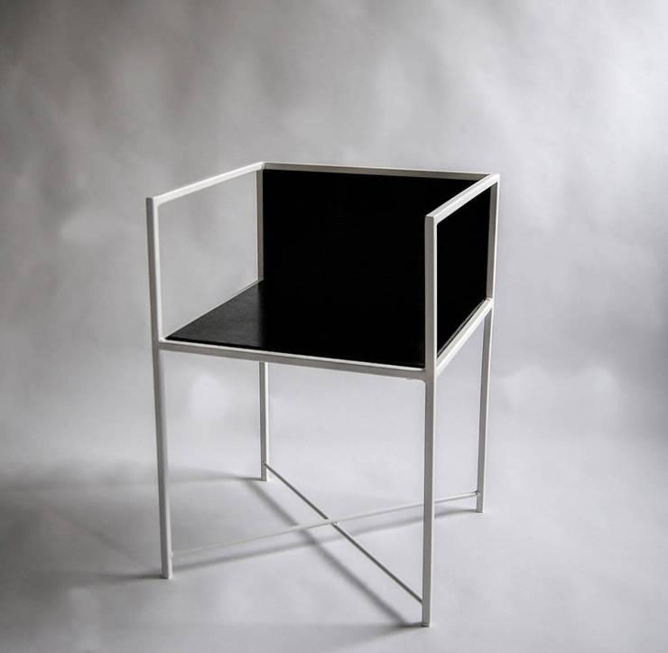 """Krzesło modernistyczne """"KING"""": styl , w kategorii Salon zaprojektowany przez NordLoft - Industrial Design"""