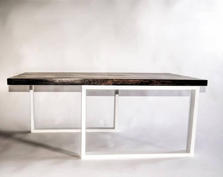 """Ława w stylu skandynawskim ze stali i dębu """"TWISTED"""": styl , w kategorii Salon zaprojektowany przez NordLoft - Industrial Design"""