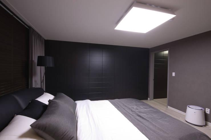 전주 아중리 대우아파트 -the grey-: 디자인투플라이의  침실