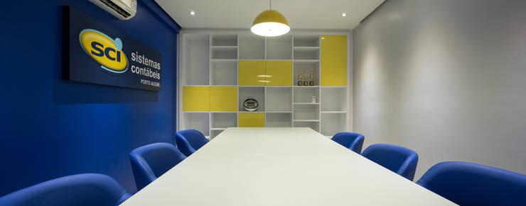 Sala de Reuniões Espaços comerciais modernos por Juliana Damasio Arquitetura Moderno