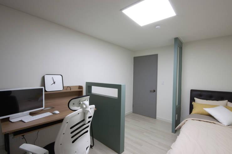 전주 아중리 대우아파트 -the grey-: 디자인투플라이의  아이방