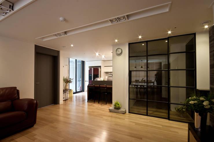 새아파트 분위기 바꿔주기 전주 서희스타힐스 아파트 : 디자인투플라이의  다이닝 룸