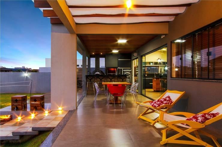 PROJETO RESIDENCIAL: Terraços  por Dani Santos Arquitetura