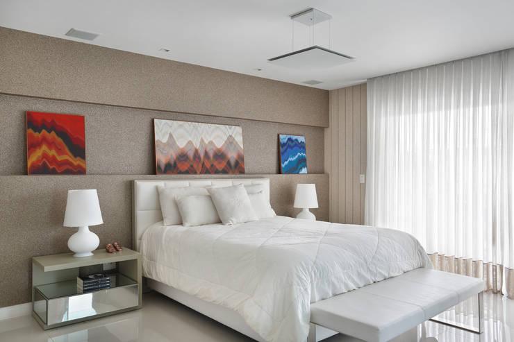 Casa Luxo: Quartos  por Carolina Mendonça Projetos de Arquitetura e Interiores LTDA