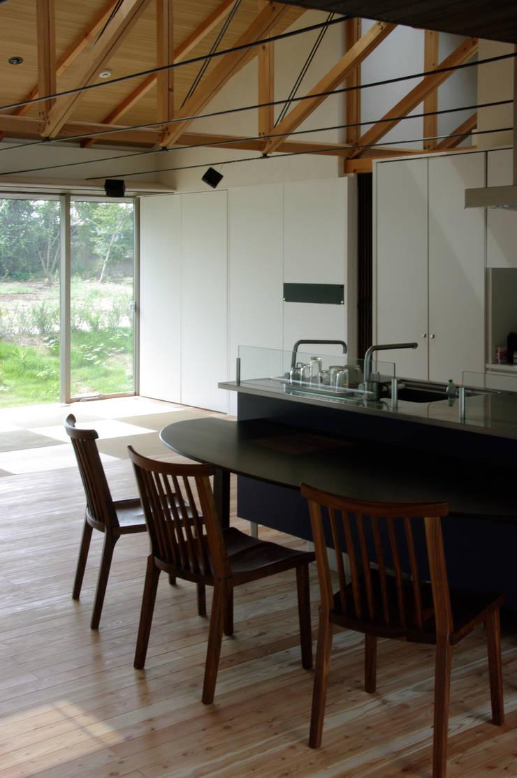 M-HOUSE内観4: 3*D空間創考舎一級建築士事務所が手掛けたダイニングです。