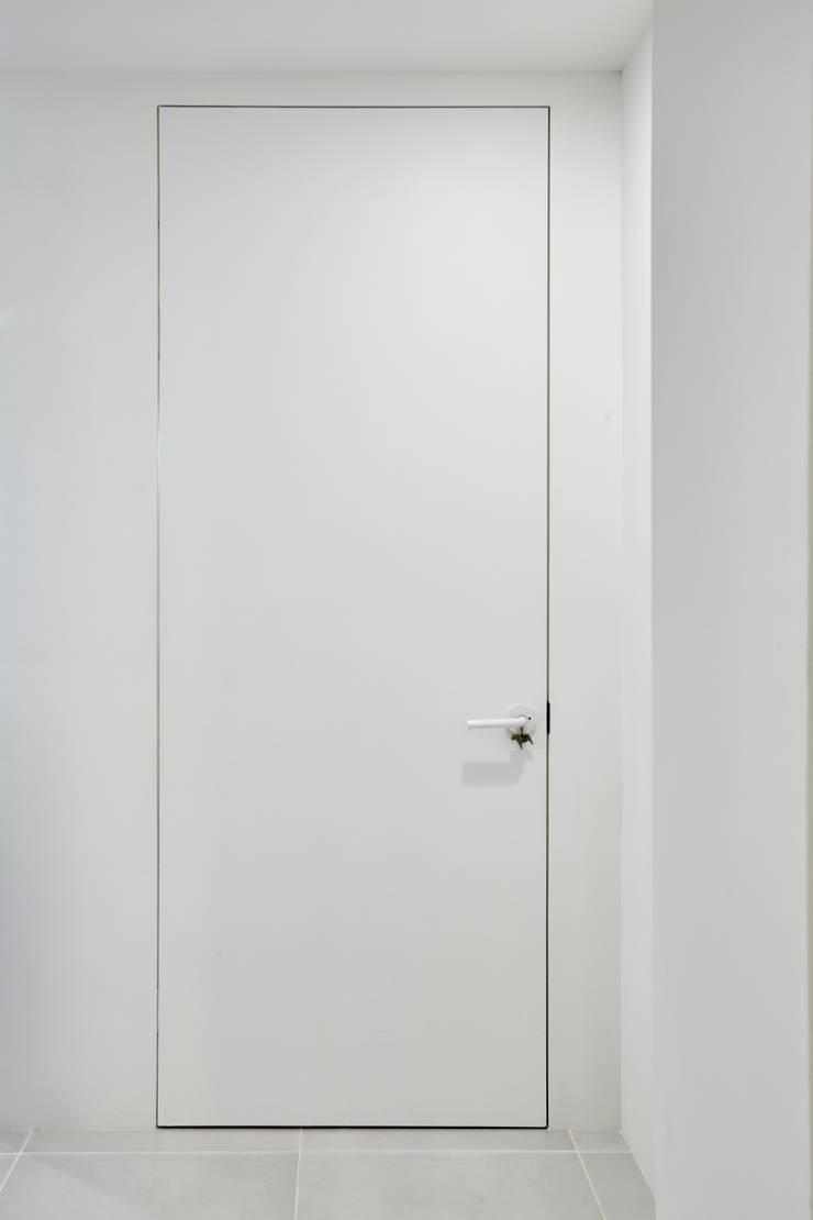 White Paper: 9cm의  창문 & 문