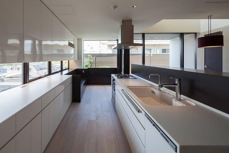 K-HOUSE内観1: 3*D空間創考舎一級建築士事務所が手掛けたキッチンです。,
