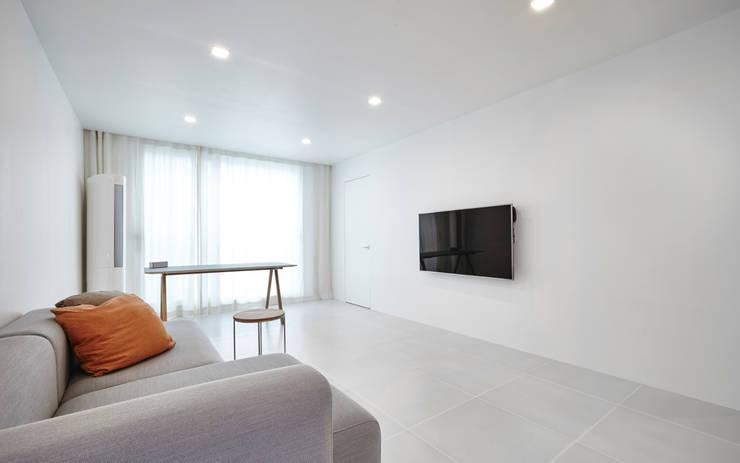 Salones de estilo minimalista de 9cm