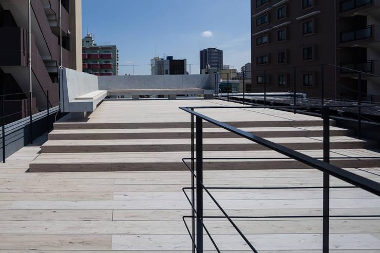 S-HOUSE外観5: 3*D空間創考舎一級建築士事務所が手掛けたテラス・ベランダです。,