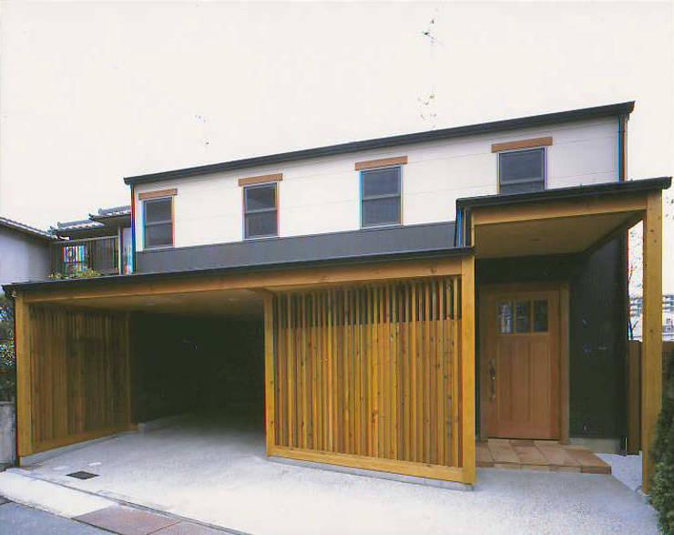 正面全景: 有限会社 起廣プラン 一級建築士事務所が手掛けた家です。