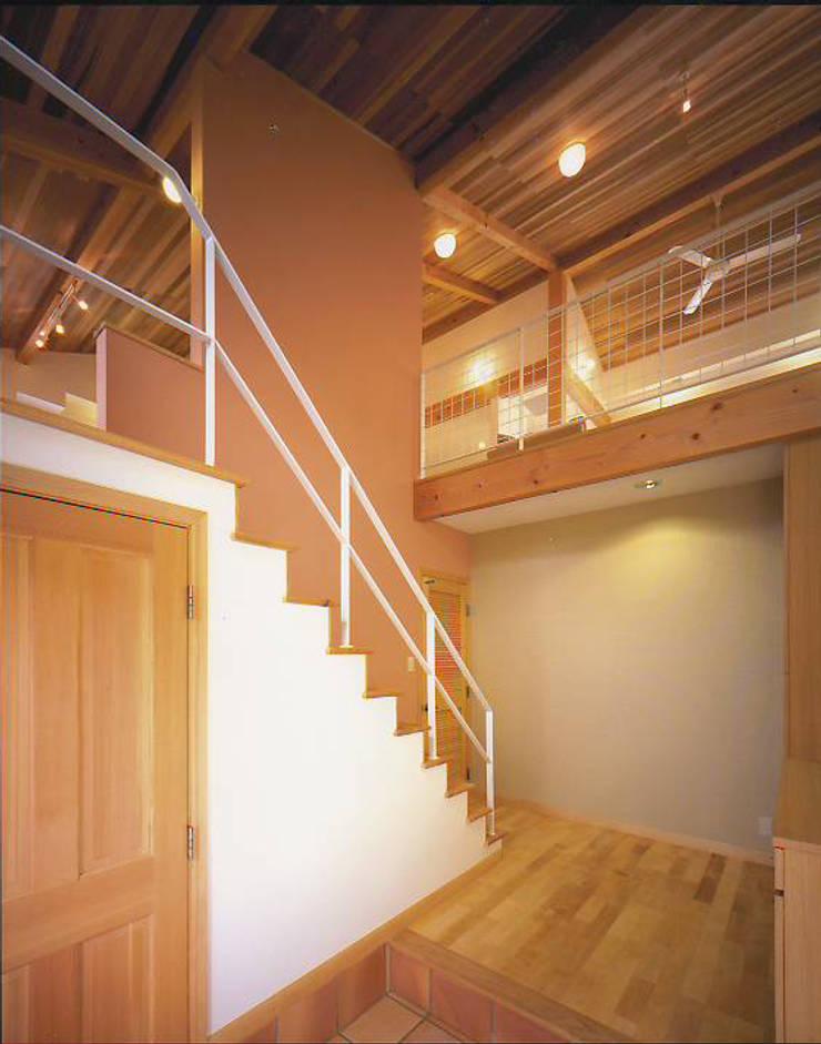エントランス: 有限会社 起廣プラン 一級建築士事務所が手掛けた廊下 & 玄関です。