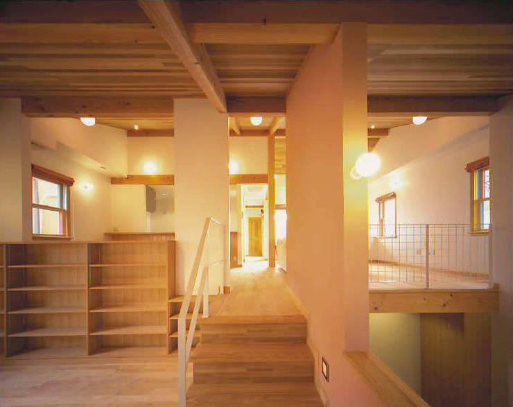 階段: 有限会社 起廣プラン 一級建築士事務所が手掛けた廊下 & 玄関です。