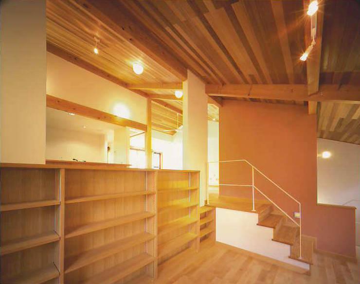 書斎: 有限会社 起廣プラン 一級建築士事務所が手掛けた和室です。