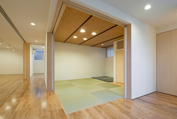 町田の家: 萩原健治建築研究所が手掛けた寝室です。