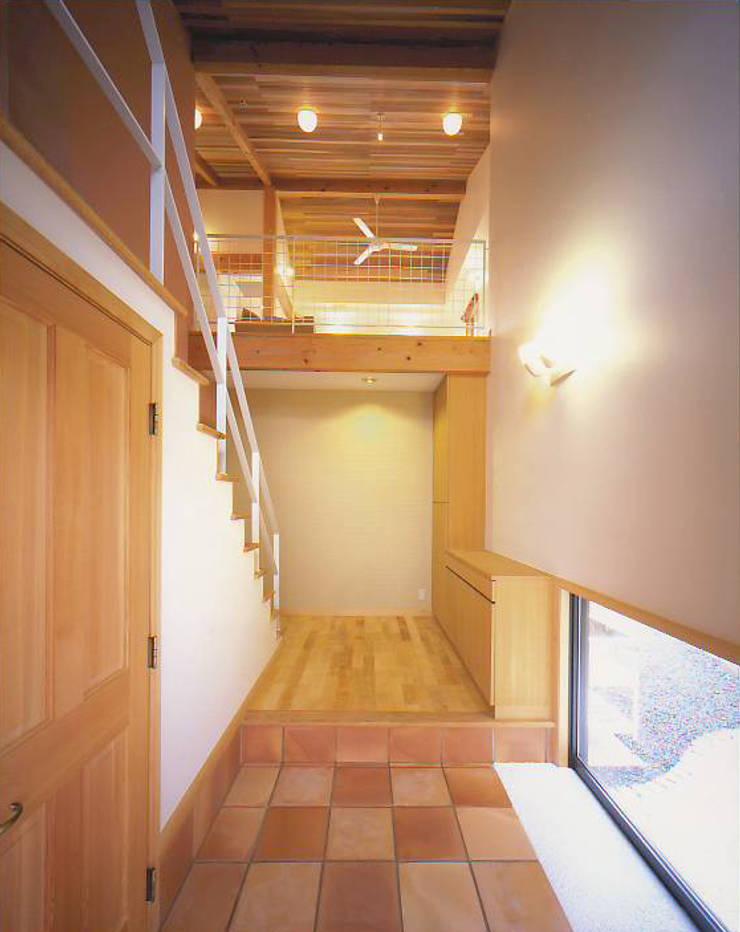 エントランス: 有限会社 起廣プラン 一級建築士事務所が手掛けた壁です。