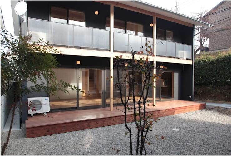Terrasse de style  par 有限会社 起廣プラン 一級建築士事務所