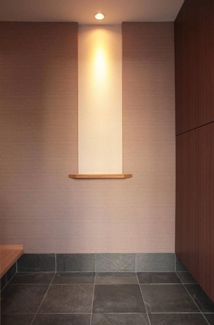 Projekty,  Ściany zaprojektowane przez 有限会社 起廣プラン 一級建築士事務所,