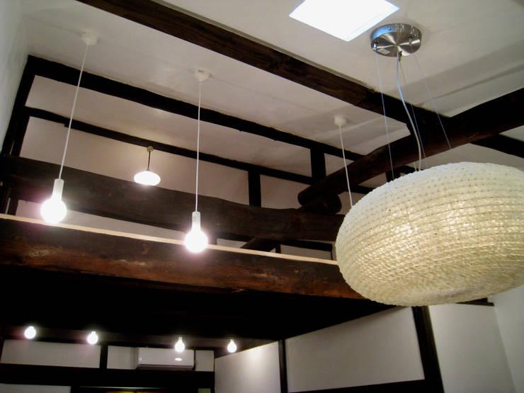 ロフト クラシックデザインの 多目的室 の あお建築設計 クラシック 木 木目調