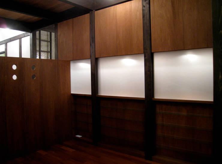 寝室 クラシカルスタイルの 寝室 の あお建築設計 クラシック 無垢材 多色