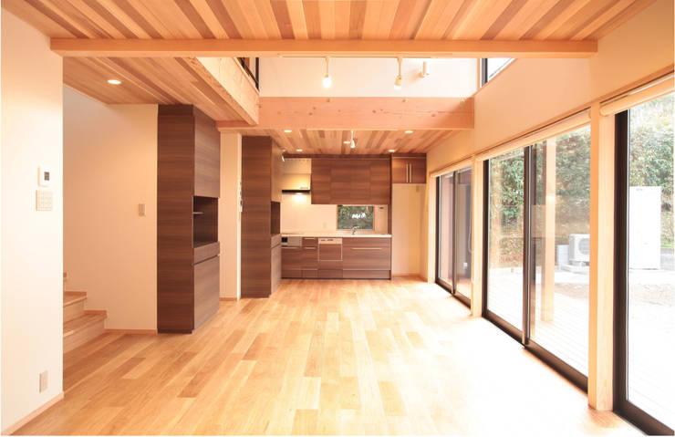 غرفة السفرة تنفيذ 有限会社 起廣プラン 一級建築士事務所 , حداثي
