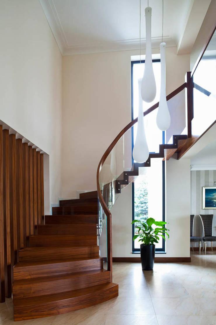 Rezydencja Orzech : styl , w kategorii Korytarz, przedpokój zaprojektowany przez tomasz czajkowski pracownia