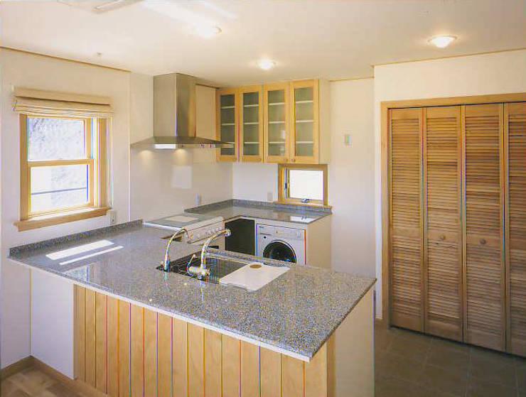 和邇の家(S邸新築工事): 有限会社 起廣プラン 一級建築士事務所が手掛けたキッチンです。