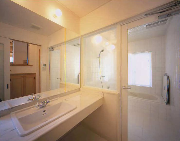 和邇の家(S邸新築工事): 有限会社 起廣プラン 一級建築士事務所が手掛けた浴室です。