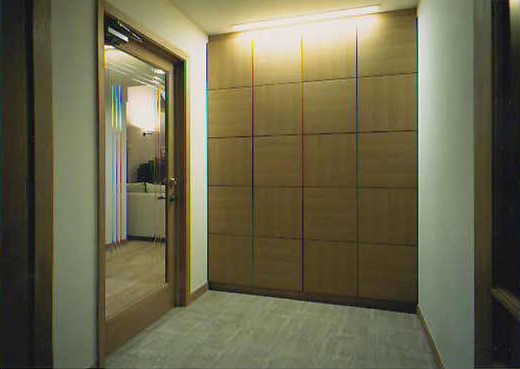 福島太夫の家(Y邸新築工事): 有限会社 起廣プラン 一級建築士事務所が手掛けた壁です。