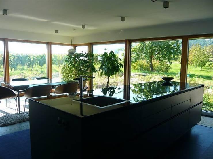 Faszination Haus  -  Passivhaus in Kleinkarlbach :  Küche von Architekturbüro für Passiv- und Energieplushäuser