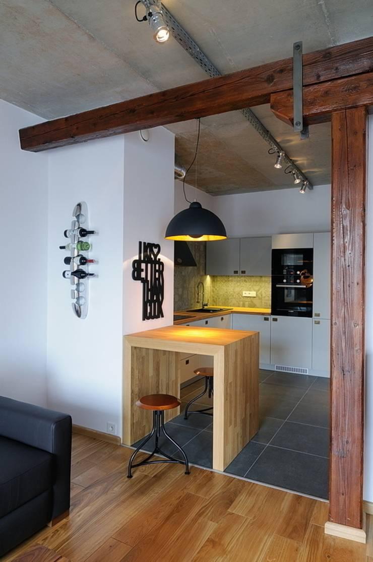 Loft w młynie.: styl , w kategorii Kuchnia zaprojektowany przez ARTEMA  PRACOWANIA ARCHITEKTURY  WNĘTRZ ,