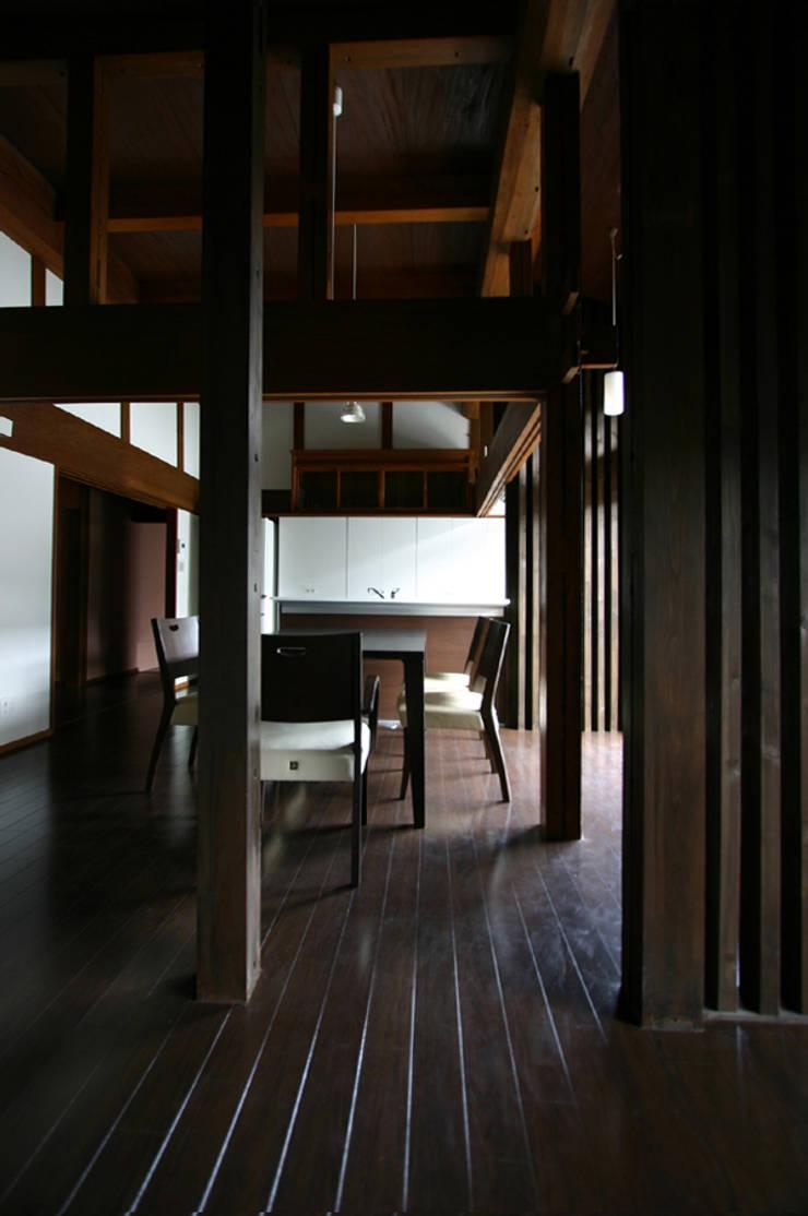 和泉中央の家・古民家改築」LDK。: SADOが手掛けたです。