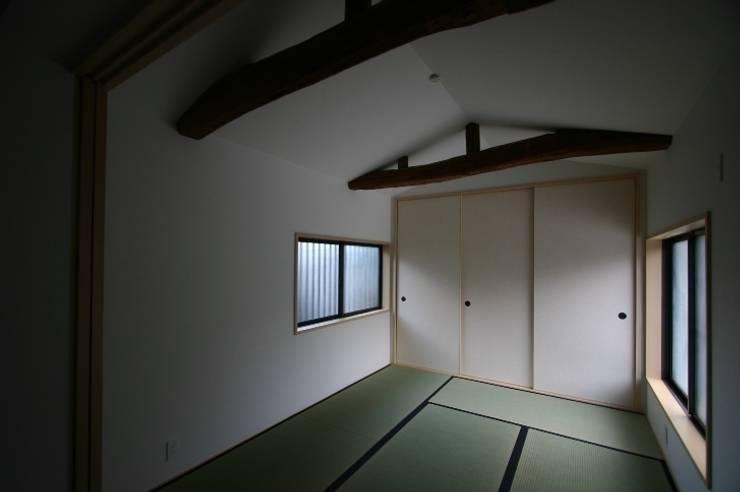 和泉中央の家・古民家改築 祖母和室: SADOが手掛けたです。